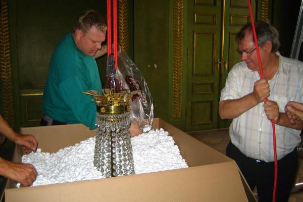 Nedpakning af prismekroner fra Frederik VIIIs Palæ_00011