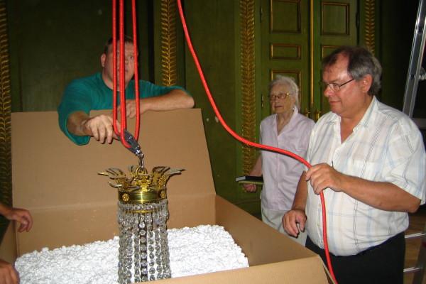 Nedpakning af prismekroner fra Frederik VIIIs Palæ_00013