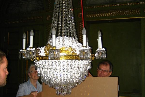 Nedpakning af prismekroner fra Frederik VIIIs Palæ_00021