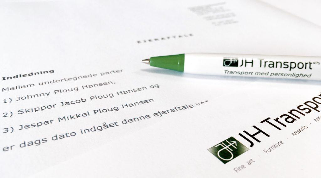 Kuglepen på dokumenter vedr. generationsskifte